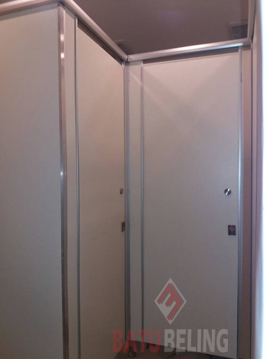 Cubicle Toilet Phenolic Resin di Hotel Grand Darmo Suite