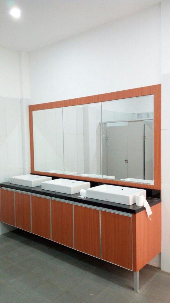 Jasa Aplikator Cubicle Toilet Surabaya